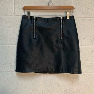 FOREVER 21 Faux leather exposed front zipper SK 74
